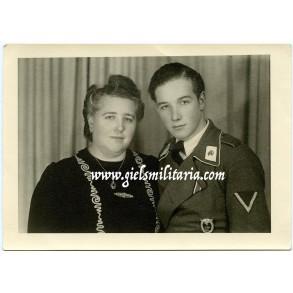 Portrait photo member Pz. Regt Göring, white skull tabs