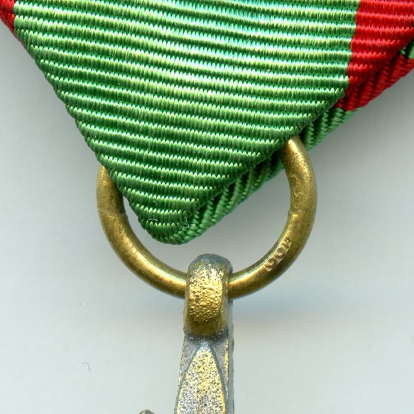 """Cross for eastern people 2nd class with swords in gold by Rudolf Wächtler & Lange, Mittweida """"100"""""""