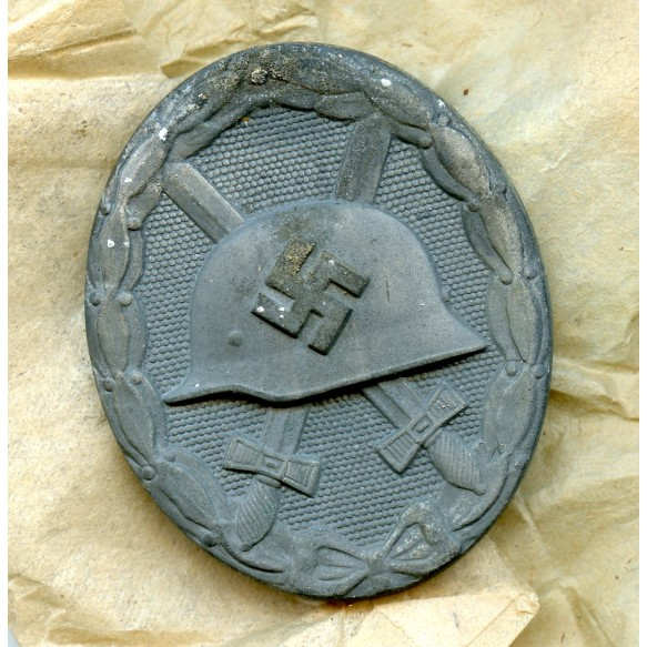 """Wound badge in silver by B. H. Mayer """"26"""" + package"""