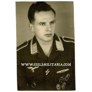 Portrait photo Luftwaffe paratrooper German Cross in gold and close combat clasp in silver winner