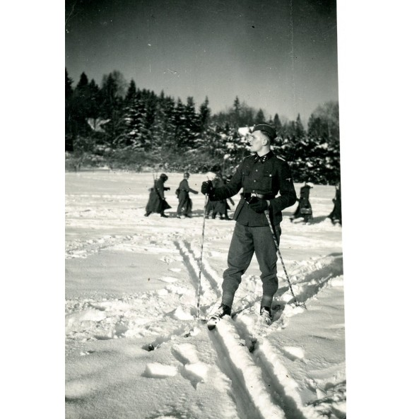 "Private snapshot SS officer ""Totenkopf"" in the snow"