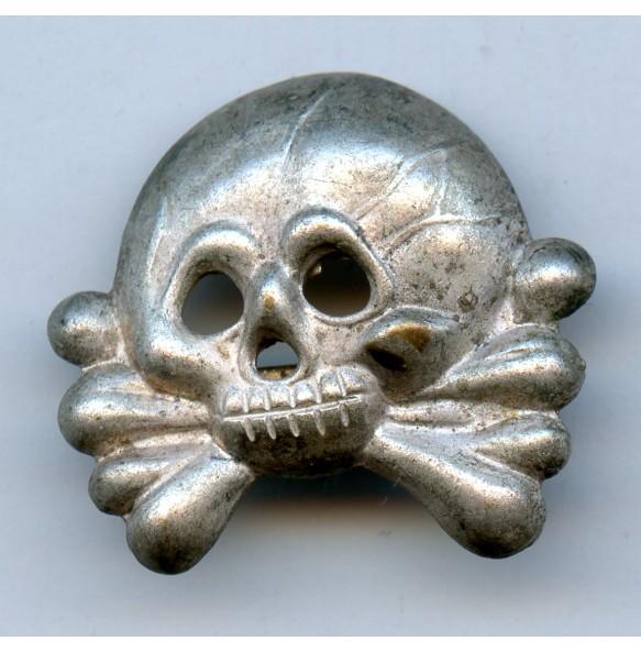 Panzer collar tab skull, early variant