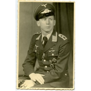 Portrait highly decorated Luftwaffe Radio operator with flight clasp and EK1
