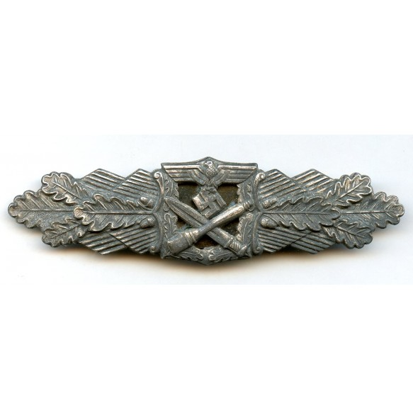 Close combat clasp in silver by Deschler & Sohn