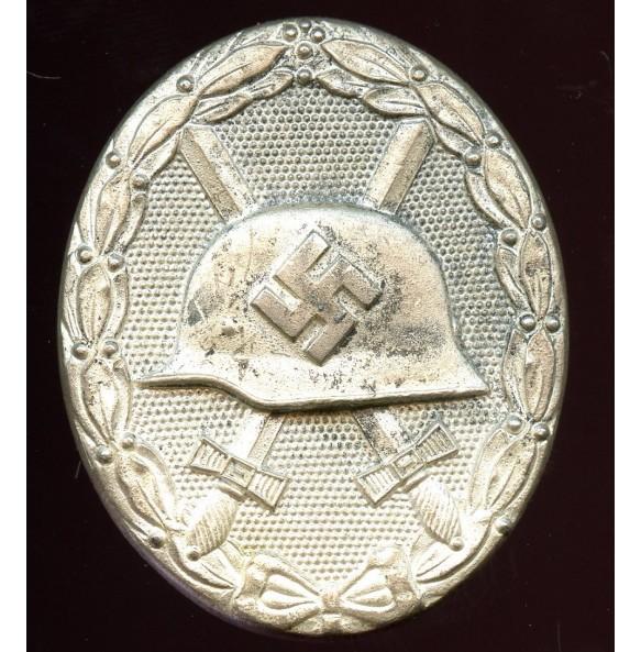 """Wound badge in silver by Klein & Quenzer """"65"""""""