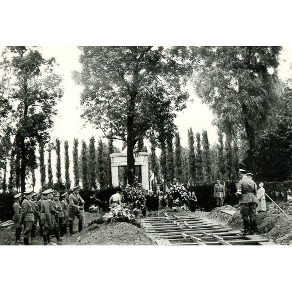 3 private photos, soliers funeral 1939-1940 France, Belgium