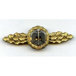 Luftwaffe fighter clasp in gold by C.E. Juncker, Berlin