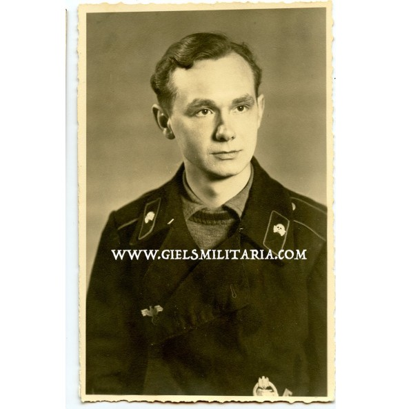Portrait panzer crew member with PAB and HJ proficiency badge 1944