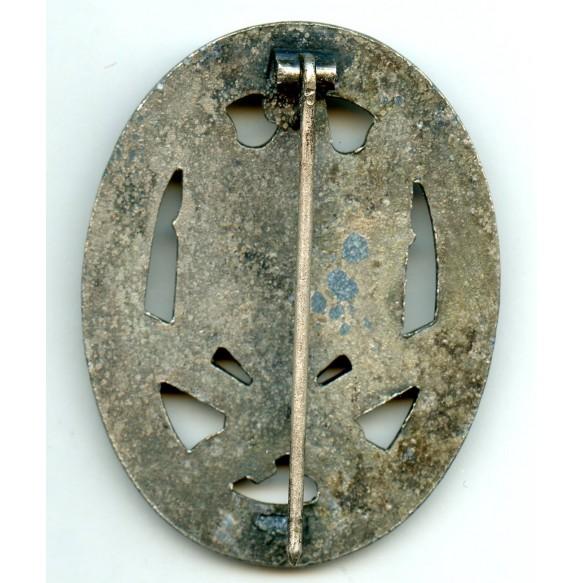 """General assault badge by unknown maker possible """"Met. und Kunsthw"""" Komotau / Sudetengau."""