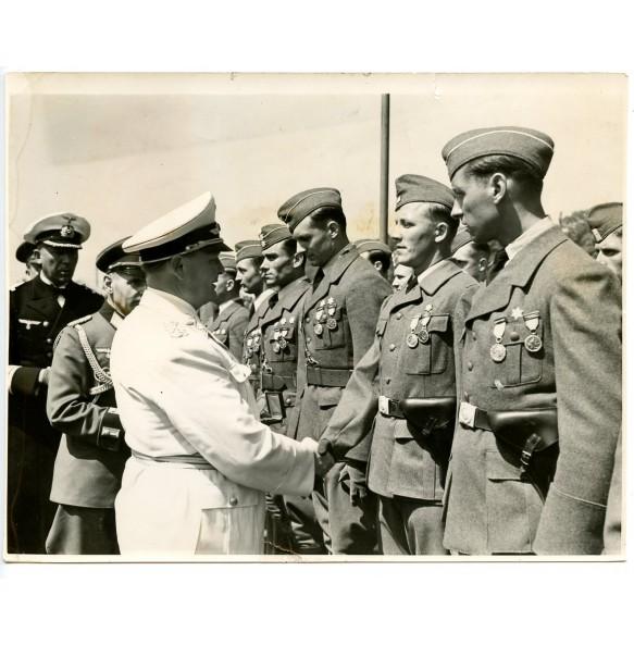 Period press photo Hermann Göring award ceremony Spanish cross in gold