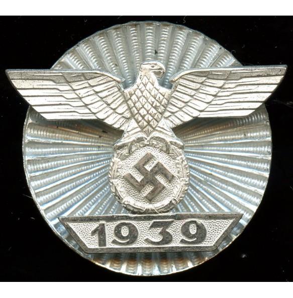 Iron cross 1st class screwback iron clasp by Wilhelm Deumer