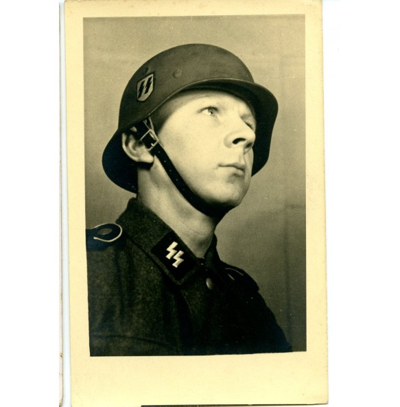 Portrait photo SS-mann Johann Ollinger, taken in 1944