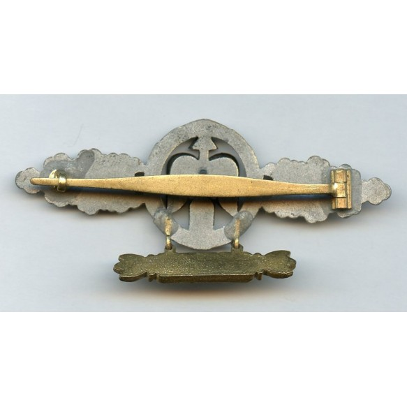 Luftwaffe fighter clasp in gold with 200 pennant