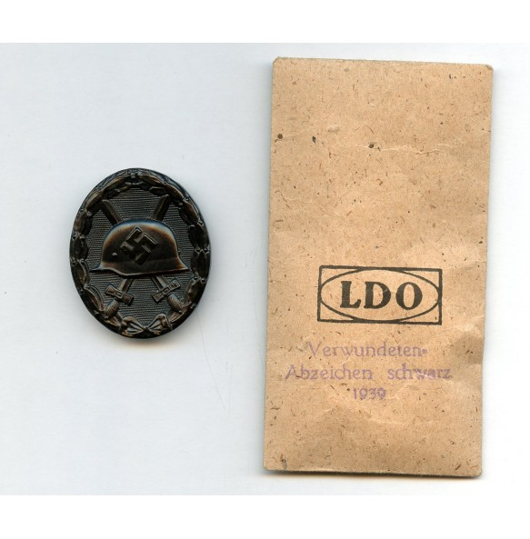 Wound badge in black with matching LDO package