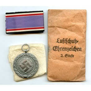 """Luftschutz medal by Foerster & Barth """"10"""" + package"""