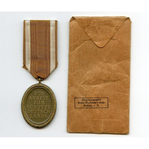 Westwall medal with package by Metalwarenfabrik Anton Markovsky´s Sohn Gablonz