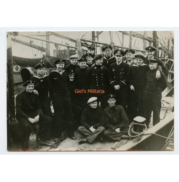 """Period press photo Kriegsmarine sailors from a """"Vorpostenboot"""" 1941"""