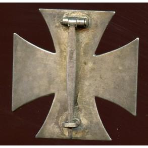 Iron cross 1st class by Deschler & Sohn, early non magnetic variant