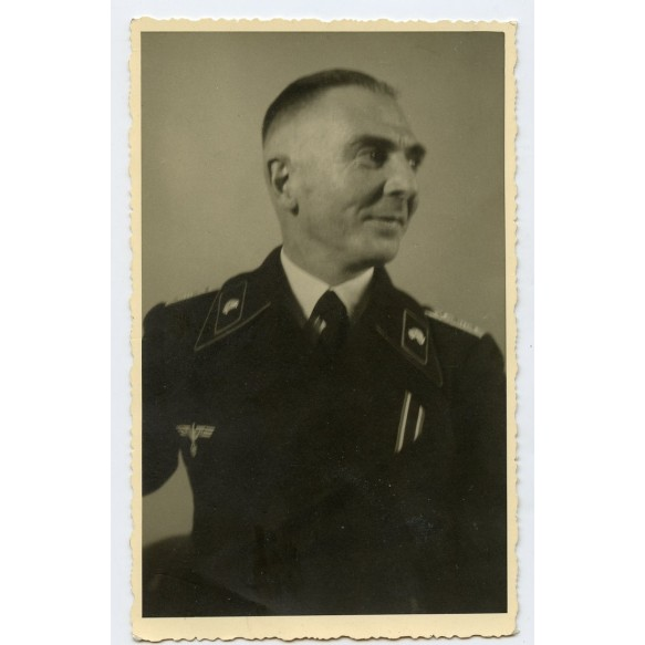 Portrait photo panzer officer with KVKII in wear, 1945