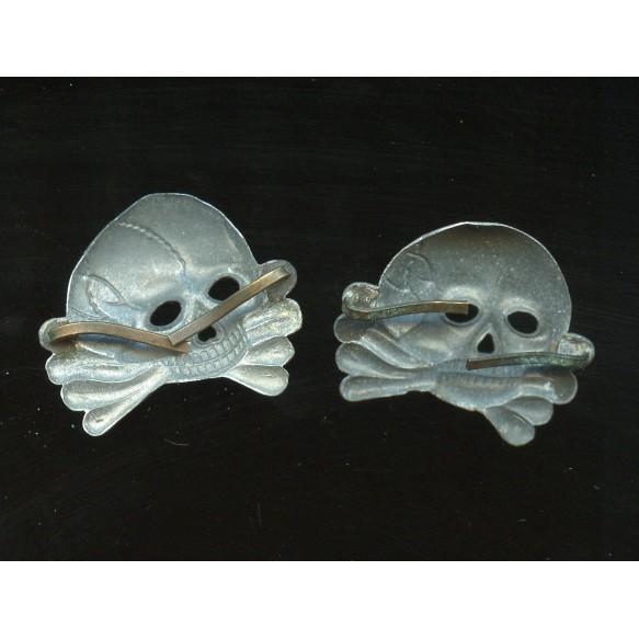 Set of 2 large tradition skulls