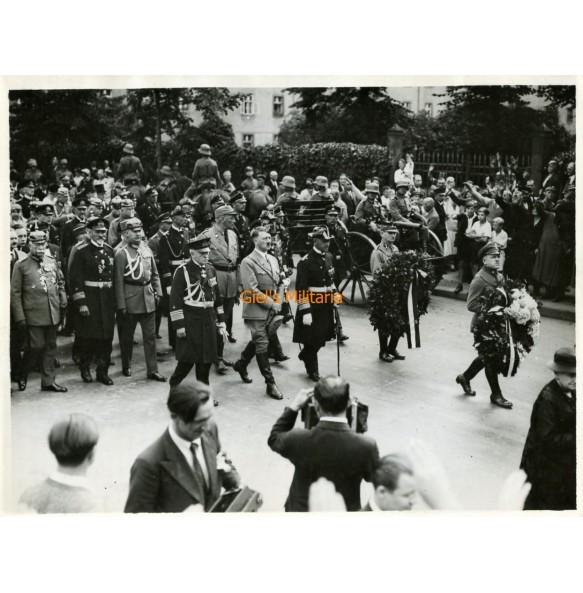 Period press photo funeral admiral Schröder, attended by Hitler