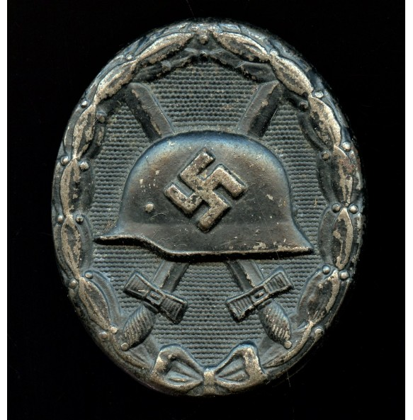 """Wound badge in black by Hymmen & Co """"L/53"""""""