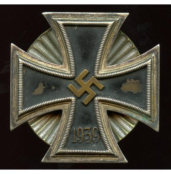 Iron cross 1st class by W. Deumer, clamshell screwback