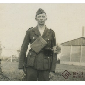 Photo luftwaffe soldier with DW armband