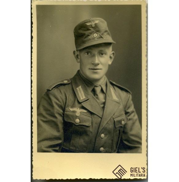 Portrait tropical soldier.