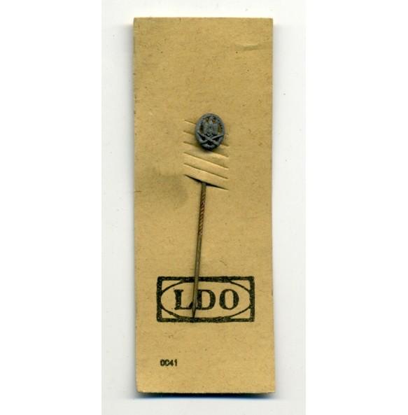 General Assault Badge 9 mm miniature on LDO cardboard