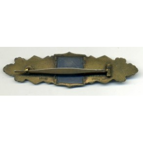 Close combat clasp in bronze by C.E. Juncker
