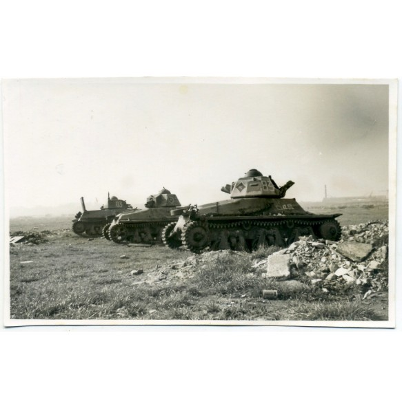 Private snapshot abandoned French panzer in Dunkirk 1940